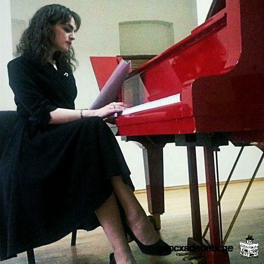 Pianist - Victoria Surmava