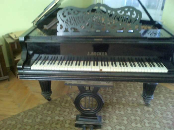 Dix-neuvième siècle, piano à queue, «Becker» est bon marché