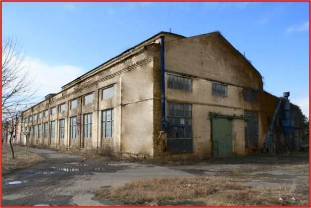 Vendu comme site industriel + le bâtiment, 9,8 h