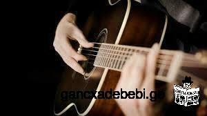გიტარაზე დაკვრა და სიმღერა