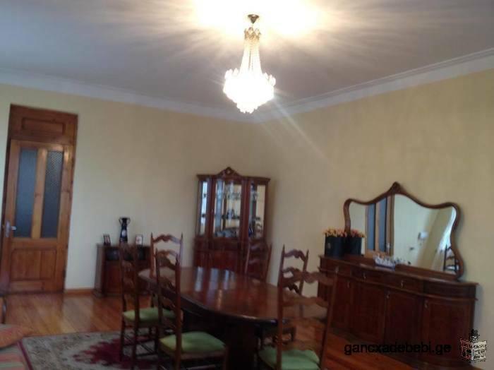 იყიდება კერძო სახლი ქალაქის ცენტრში ქ. ზუგდიდი