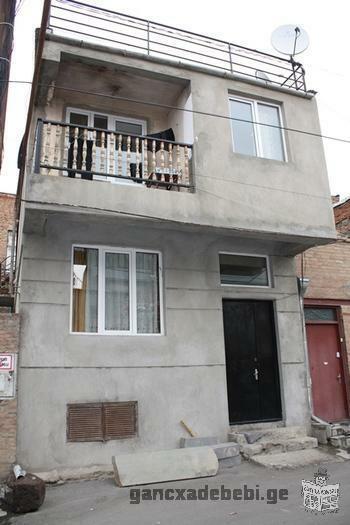 იყიდება კერძო 2 სართულიანი ახლად აშენებული სახლი ავლაბარში თეთრი კარკასის მდგომარეობაში