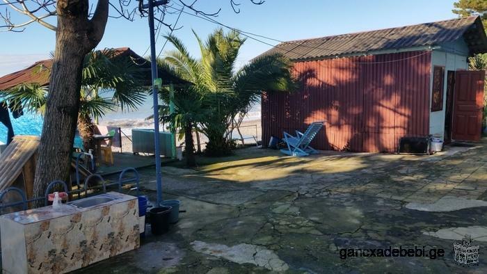 იყიდება სახლი ზღვის პირას პირველ ზოლში ქობულეთი ციხისძირი
