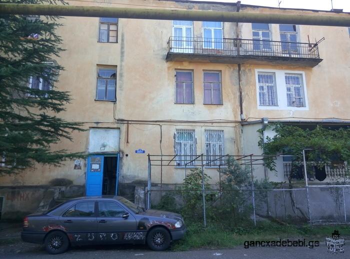 იყიდება 3 ოთახიანი ბინა. .კეთილმოწყობილი. ახლოს საბავშვო ბაღი, სკოლა, ტყე, სტადიონი.