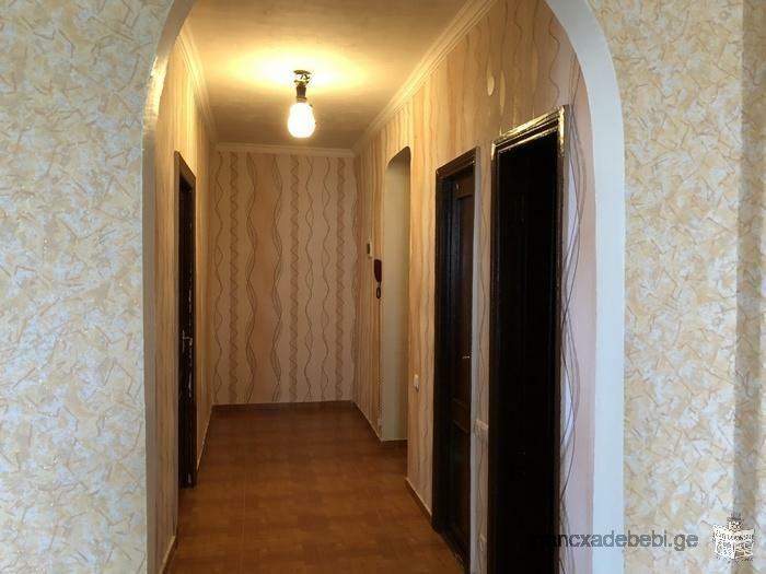 იყიდება 3 ოთახიანი ჩეხური ბინა ვაზისუბანში.