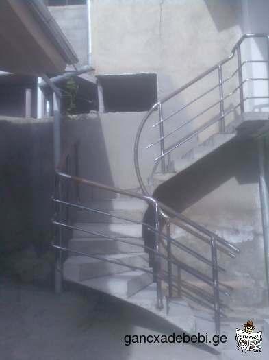 კიბეები,მოაჯირეები და აივნები.
