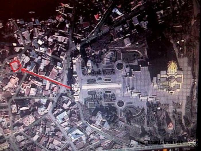 სასრაფოდ!იყიდება მიწის ნაკვეთი «სამების საკათედრო ტაძრის» ცენტრალური შესასვლელის პირდაპირ