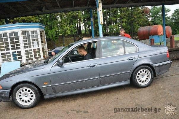 სასწრაფოდ იყიდება BMW 520 1998