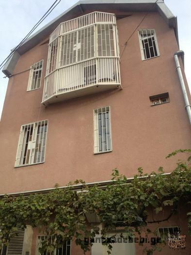 ქირავდება დღიურად სამსართულიანი სახლი მარჯანიშვილის მეტროსთან ტურისტებზე