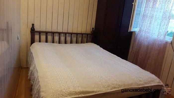 ქირავდება იზოლირებული ასობნიაკი კერძო სახლში ევრორემონტით ფასი 350 ლარი