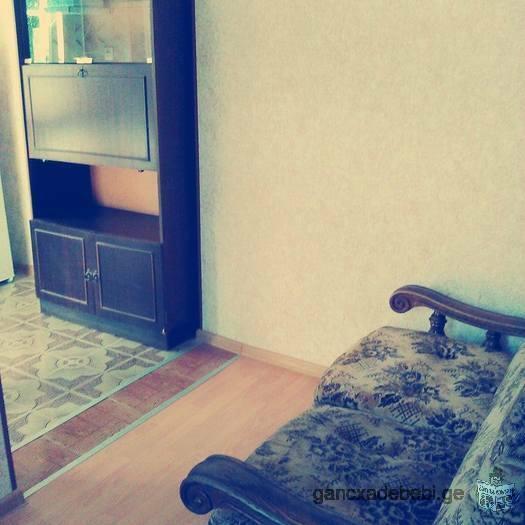ქირავდება ორ ოთახიანი ასობნიაკი კერძო სახლში ევრორემონტით ფასი 360 ლარი