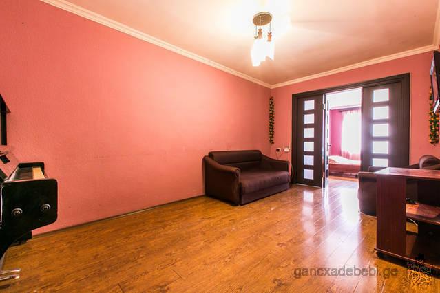 $49000იყიდება 2 ოთახიანი ბინა, 2 წუტის სავალზე მეტრო დელისიდან