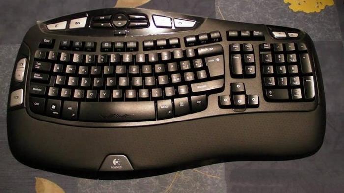 Logitech-ის უსადენო კლავიატურა, მაუსი და რესივერი.
