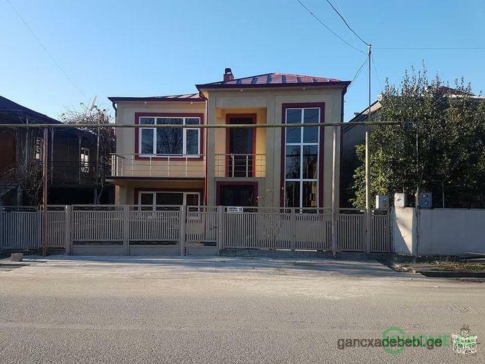 Дом для продажи в Зугдиди, в бизнес-зоне, 140 000 долларов США эквивалент в лари.