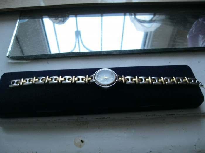 Продаются женские наручные часы