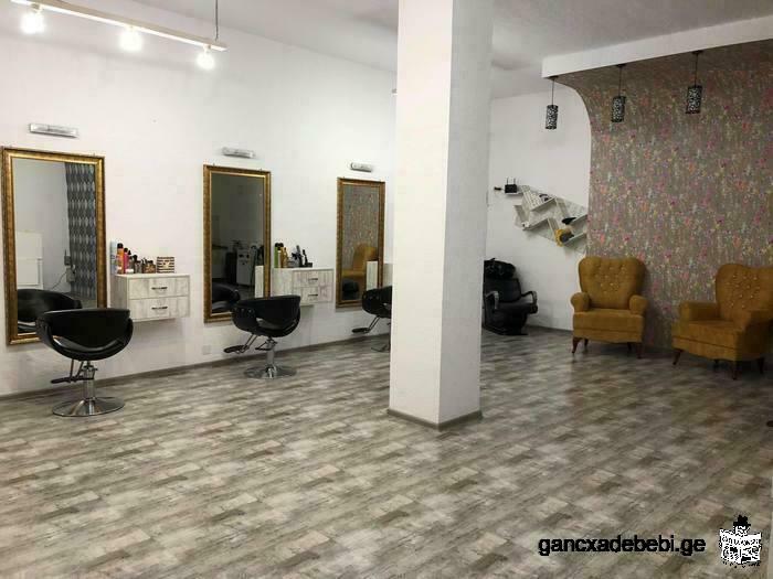 Салон красоты, ищущий стилиста в Батуми