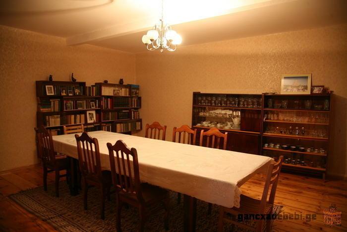 Семейный отель в центре Местии