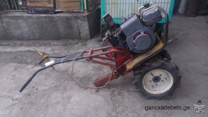 продаю трактор для пашки земли