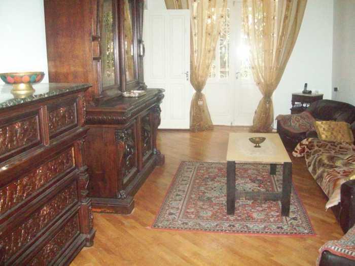 сдается в аренду посуточно 3-х комнатная квартира в центре Тбилиси(Мтацминда) 60$