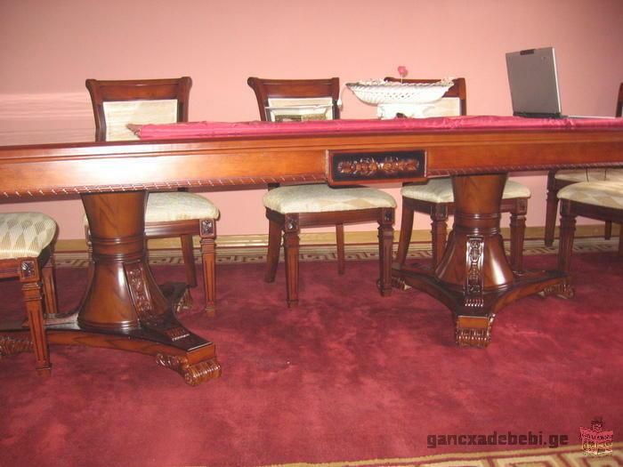 стол из красного дерево