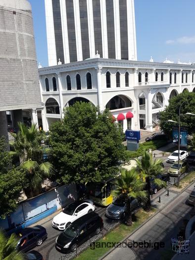 4-комнатная квартира на против гостиниц Шератона поблизости моря в центре города
